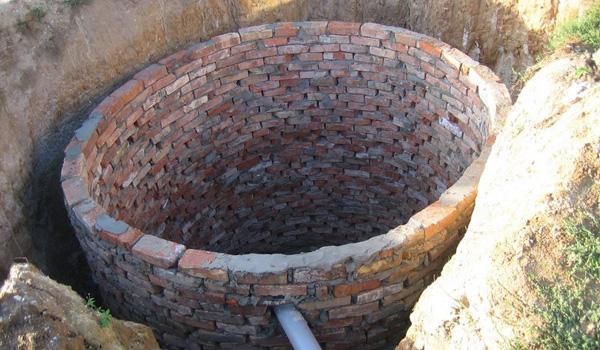 кирпичная выгребная яма