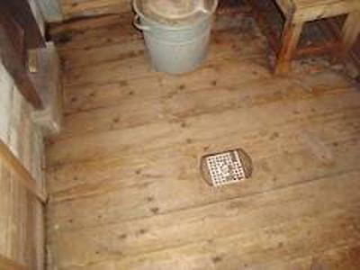 сплошной пол для бани с плотно прилегающими досками
