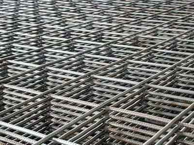 армирующая сетка или стальные прутья для армирования